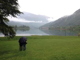 Coppia al lago