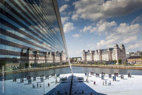 Staande foto Scandinavië Reflection of the sky in building's glass, Oslo, Norway.
