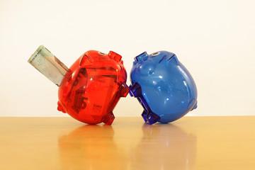 rotes und blaues Sparschwein