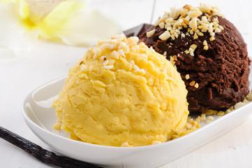 Gelato vaniglia e cioccolato