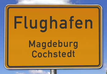 Ortsschild Flughafen Magdeburg/Cochstedt