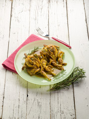 quail with curry and onions