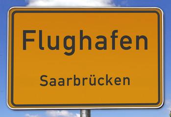 Ortsschild Flughafen Saarbrücken