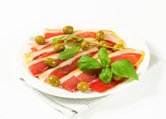 Prosciutto crudo with green olives