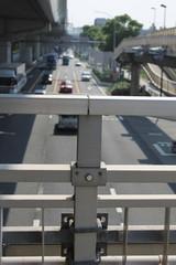歩道橋と道路