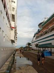 Walking between two ships