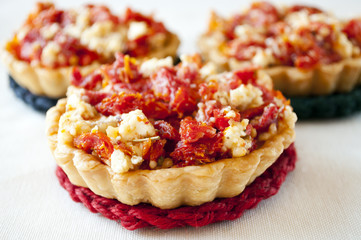quiche with tomato and cheese