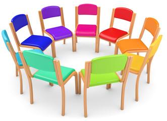 bunte Stühle im Kreis