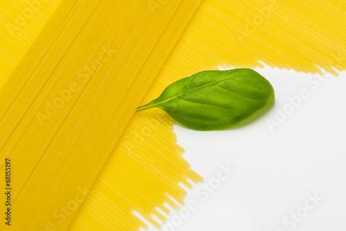canvas print picture Spaghetti mit Basilikum