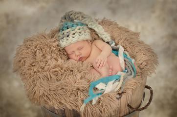 Schlafendes Baby mit Mütze