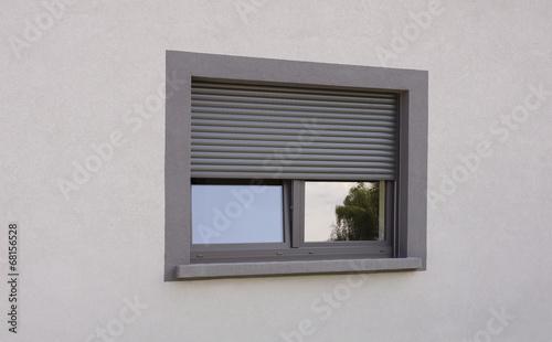Leinwanddruck Bild Dunkles Kunststofffenster in perspektivischer Darstellung