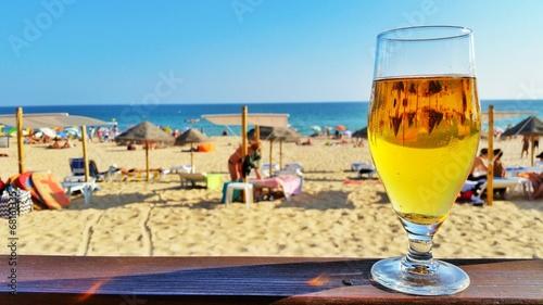 Cerveja à beira mar