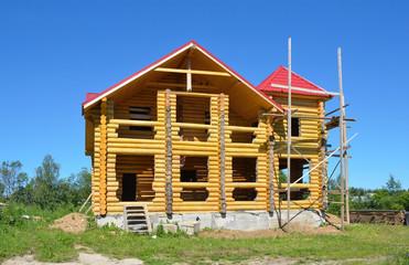 Строящийся деревянный дом