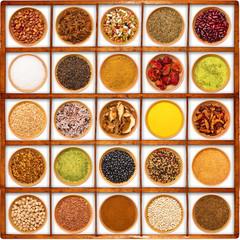 spezie ed aromi in bacheca