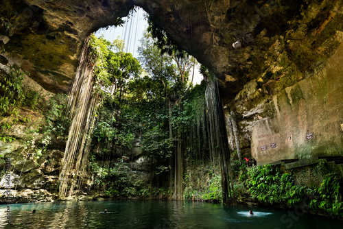 Fotobehang Mexico Ik-Kil Cenote near Chichen Itza in Mexico