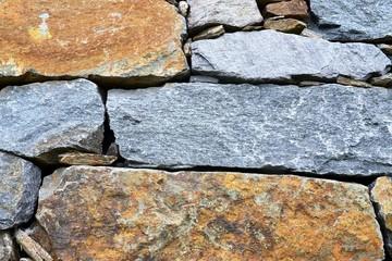Trockenmauer aus Naturstein - Trockenbau