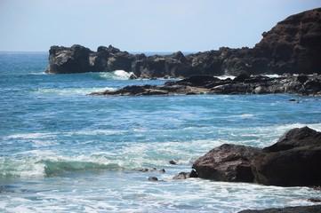 Scogliera con onde a Fuerteventura Isole Canarie