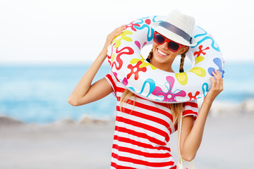 happy woman in sunglasses having summer fun during vacation