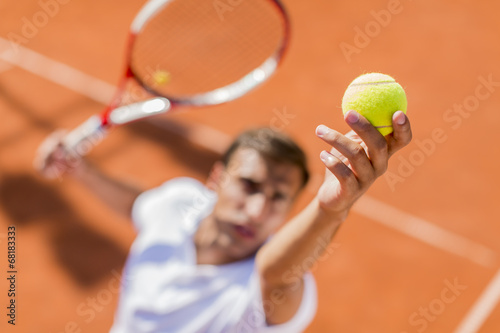 Young man playing tennis - 68183333