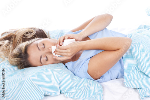 canvas print picture Junge Frau mit Taschentuch im Bett