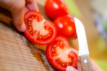 aufgeschnittene tomate