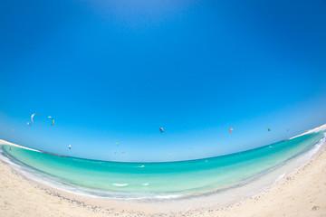 Синее небо и море