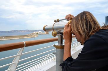 Marseille - Touriste en observation à la Joliette