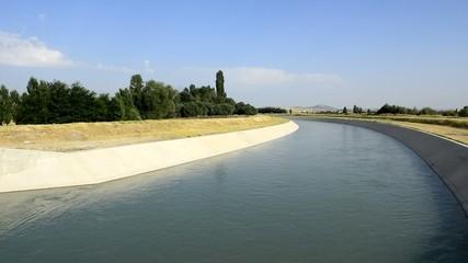 tarlalar için sulama kanalları