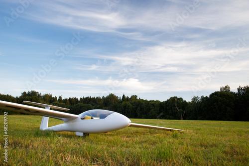 Landed sailplane on ground - 68209702
