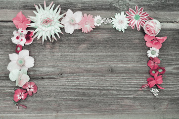 Blüten Rahmen auf Holz