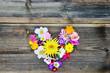 canvas print picture - Blütenherz auf Holz