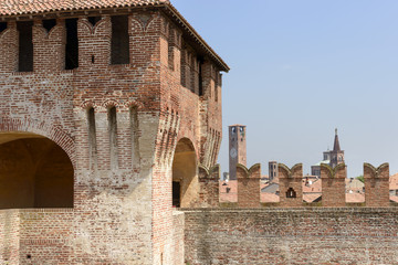 merlons and bell towers, Soncino