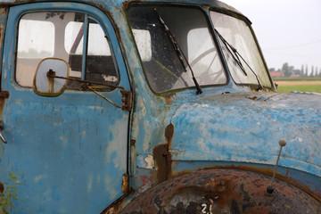 Verrosteter LKW Oldtimer