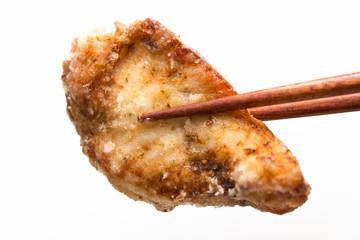 魚の唐揚げ karaage 白背景