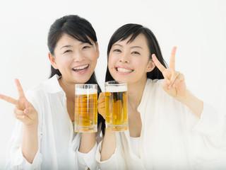 ビール・若い女性二人