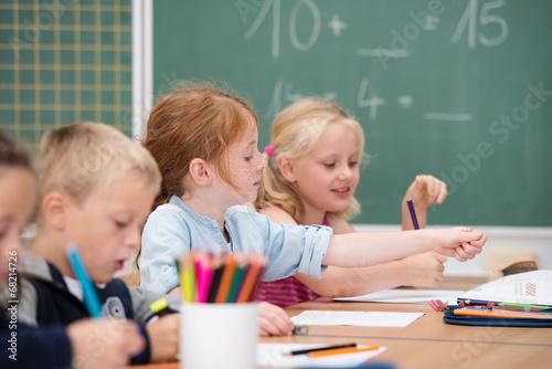 kinder im unterricht - 68214726