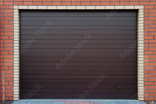 Brown garage gate. - 68215950