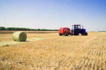 поле трактор 2