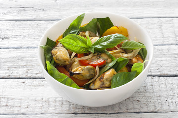 Vegetable salad with mussels
