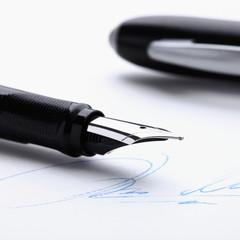 Symbolbild Füllfederhalter & Unterschrift