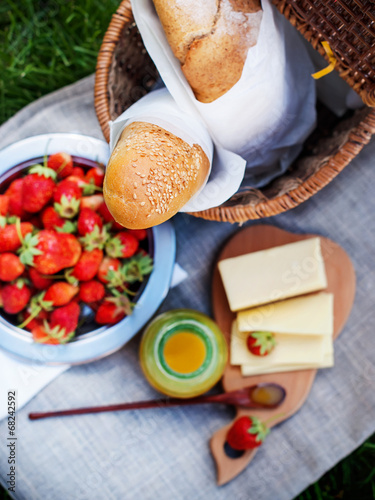 Plexiglas Picknick Picnic Food with Fresh Bread on a sacking