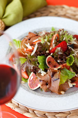 amon salad with figs and strawberries_2