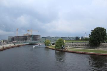 Spreeblick von der Moltkebrücke in Berlin