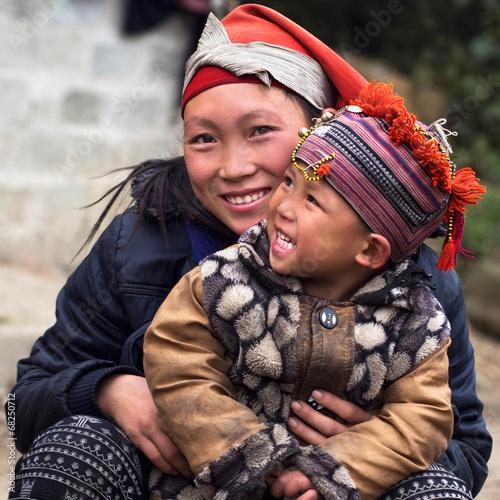 obraz PCV Szczęśliwy Hmong kobieta i dziecko, Sapa, Wietnam