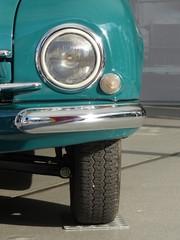 Scheinwerfer einer Limousine der Fünfziger Jahre aus der CSSR