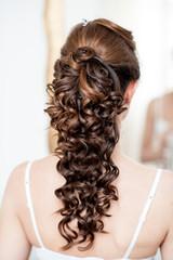 Acconciatura sposa capelli lunghi castani