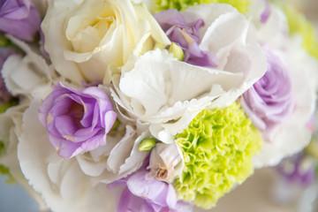 Buoquet sposa  rotondo di fiori freschi misti