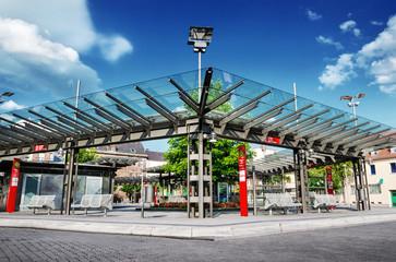 Moderne städtische Bushaltestelle Architektur Stadtmöblierung