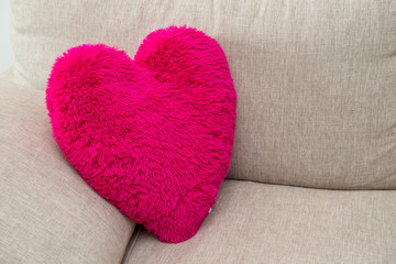 Cuscino rosa shocking a forma di cuore