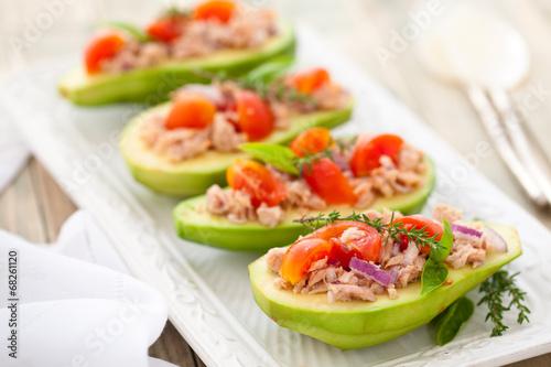 Aluminium Salade Avocado, tuna and tomato salad.